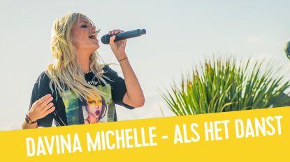 Davina Michelle zingt 'Hoe Het Danst' live aan Q-Beach House