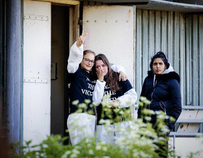 Dierenactivisten maandag bij de boerderij in Boxtel.