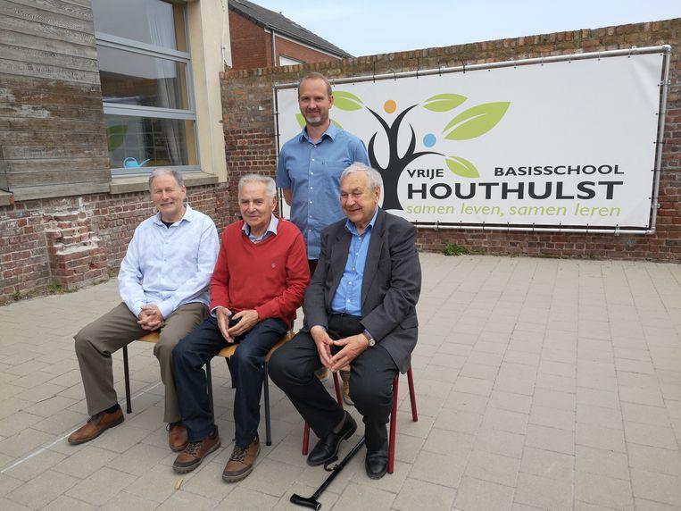 Directeur Jeroen Desender poseert samen met zijn voorgangers Marc Vanlauwe, Gerard Latré en André Trybou