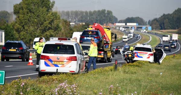 Lange files op A58 door ongeluk en recreatieverkeer.