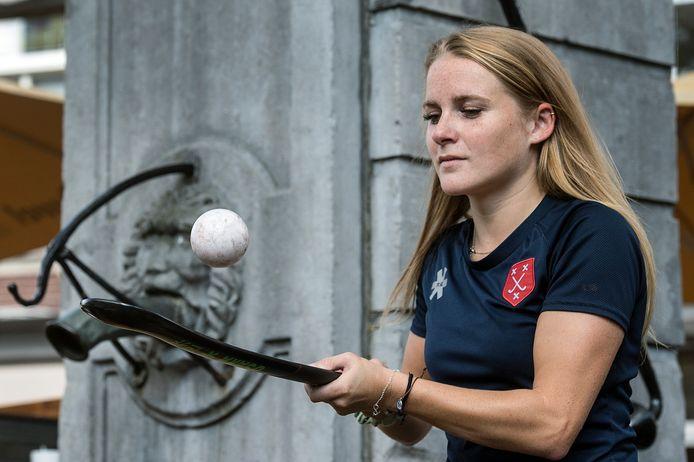 Meike Warnier is centrale verdedigster bij de hockeyvrouwen van Breda. Ook overdag is ze met de sport bezig tijdens haar werk bij Hockey Republic.