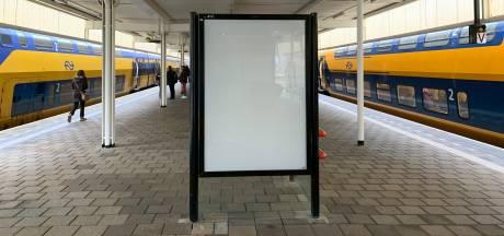 Duizenden reclameborden op NS-stations leeg, strop van tientallen miljoenen dreigt
