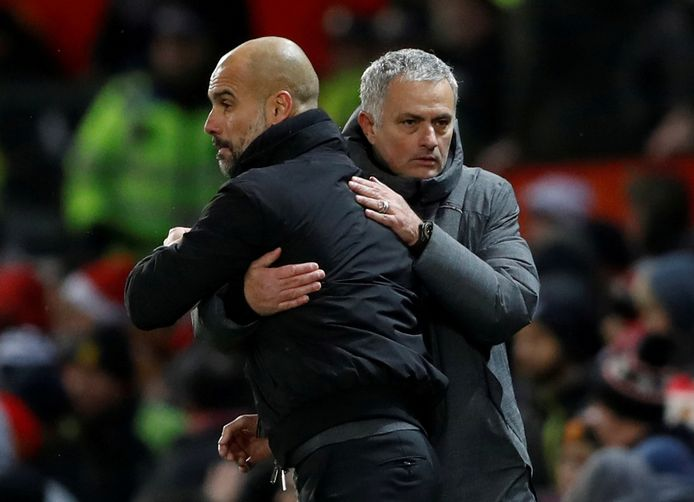 Guardiola (l) en Mourinho.