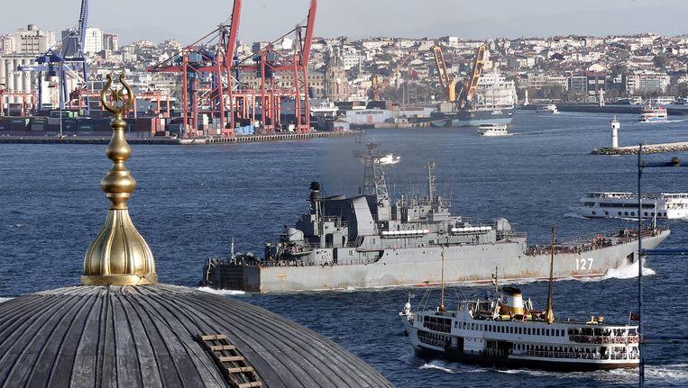 Een Russisch marineschip bij Turkije op weg naar Syrië. Beeld epa