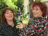 Leuke buren: Dit jaar geen Lowlands voor de 'Middelbare Mevrouwen' Karen en Ingeborgh