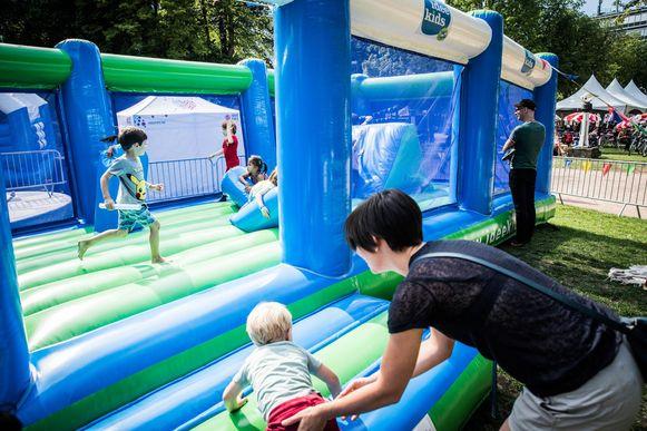 Kinderen kunnen dit jaar weer uit de bol gaan op springkastelen.