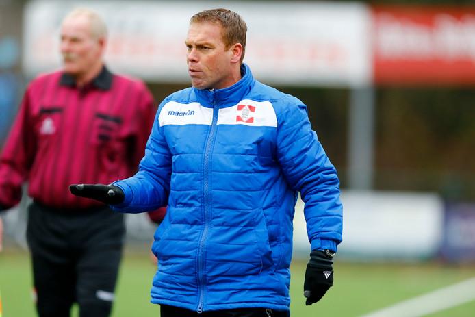 Alain Hijman in actie langs de lijn als trainer van FC De Bilt.