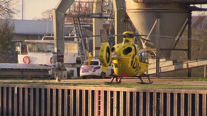 De traumahelikopter in de Enschedese haven