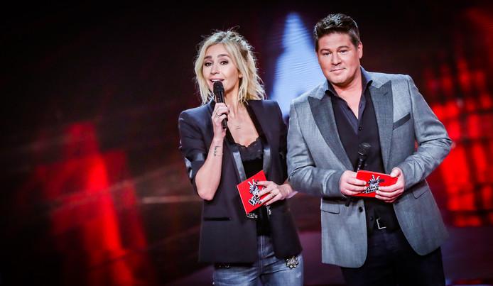Wendy van Dijk en Martijn Krabbé tijdens de halve finale van The Voice of Holland.
