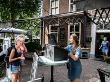 Het terraspersoneel in Wijchen legt uit: 'Geef je gegevens vooral ook voor jezelf door'