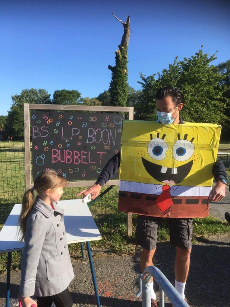 Spongebob aan de ingang van BS Louis Paul Boon.