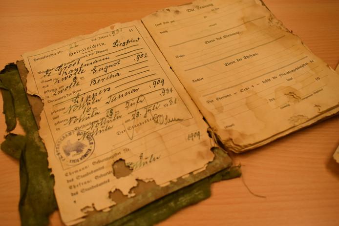 Het huwelijksboekje van Siegfried de Groot en Bertha Lippers.