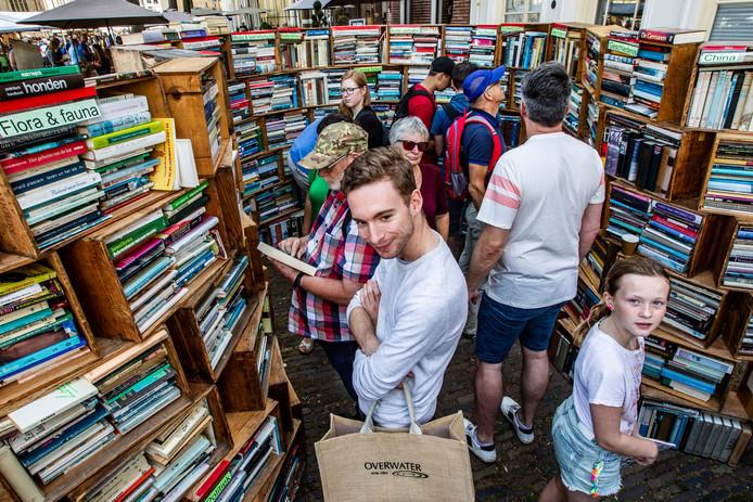De Deventer Boekenmarkt, voor jong en oud wat wils.