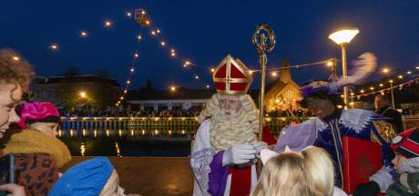 Uitroep 'zwart is zwart' nauwelijks hoorbaar bij Sinterklaasintocht in Vriezenveen