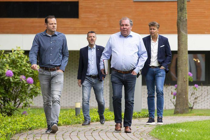 (VLNR) Financieel directeur Gerald van den Belt van Cambuur, financieel directeur Remon Enting van De Graafschap, algemeen directeur Hans Martijn Ostendorp van De Graafschap en algemeen directeur Ard de Graaf van Cambuur arriveren voor een gesprek in het KNVB sportcentrum