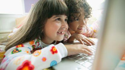 Kinderen mogen op deze stevige computers schrijven, krassen en morsen