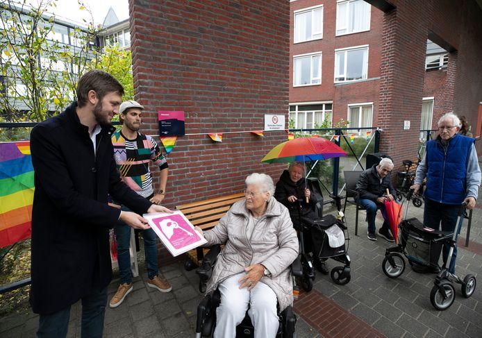 Wethouder Rik Compagne reikte de Roze Loper uit op de locaties in Meierijstad.