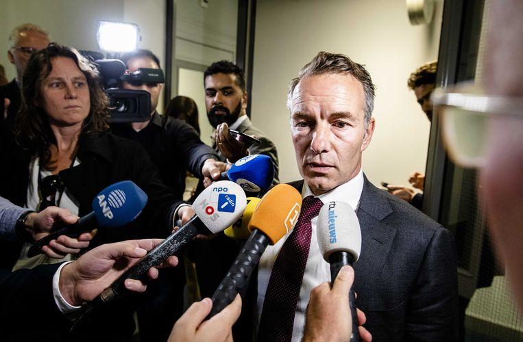 Wybren van Haga in gesprek met de pers nadat hij zojuist uit de VVD fractie is gezet vanwege vanwege ophef over over zijn zakelijke activiteiten.  Beeld ANP - Bart Maat
