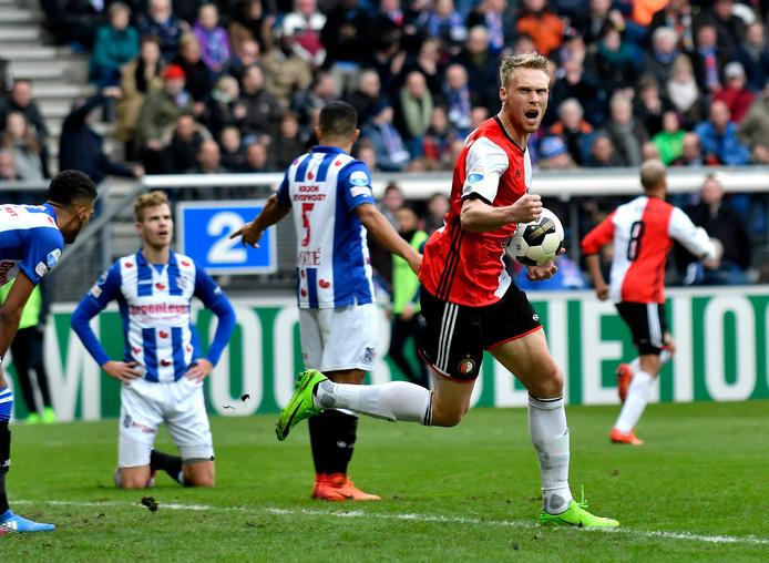 Nicolai Jørgensen viert de 1-1 van Feyenoord tegen Heerenveen.  Foto: Sander Chamid