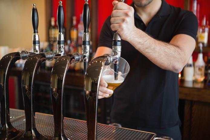De discussie rond de loktiener kan verdwijnen als er een algeheel ID-gebod wordt ingevoerd. Niemand krijgt meer alcohol zonder een ID_bewijs te laten zien.