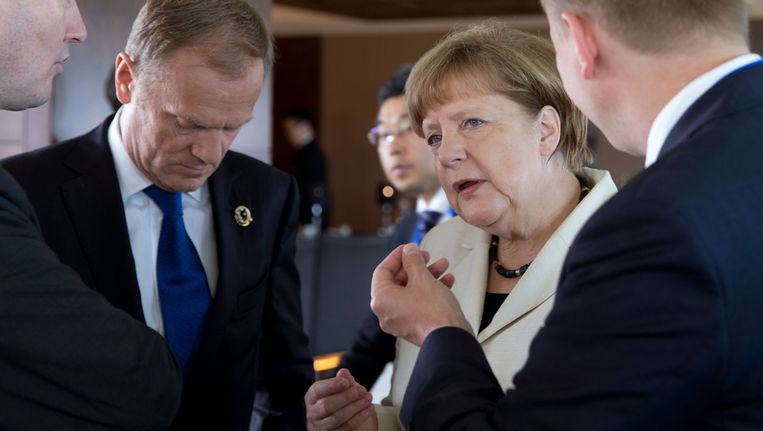 Donald Tusk (links) en Angela Merel in Ise-Shima, Japan.