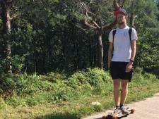 Luke (19) reed op zijn longboard van Parijs naar Kaatsheuvel en haalt geld op voor Villa Pardoes