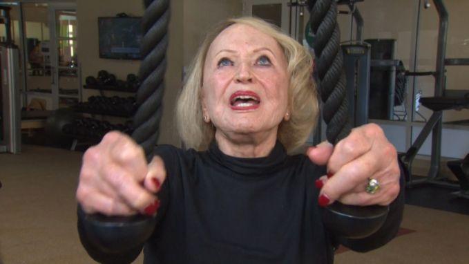 Zweten! 103-jarige vrouw traint nog elke week in de fitness