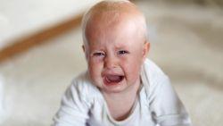 In Verenigd Koninkrijk geboren baby toegang tot land ontzegd na vakantie, ouders mogen wel binnen