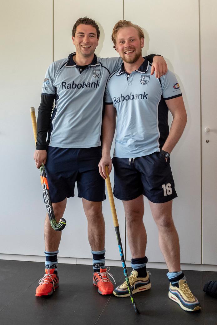 Tommie Mouwen (l) en Freek van Sint-Truijen hockeyen samen in Heren 1 van De Pelikaan en zijn dikke maten.