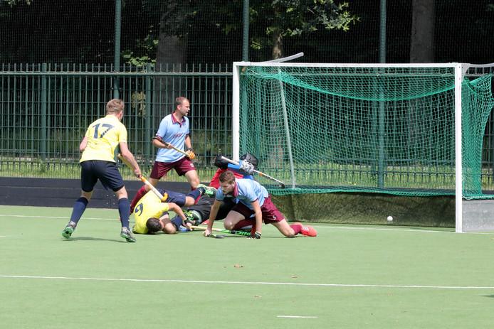 De 1-0 van Apeliotes-aanvaller Thomas de Haas tegen Westerduiven.