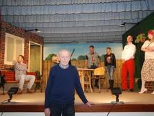 Johan Stukker uit Holten met gouden insigne beloond voor toneelwerk