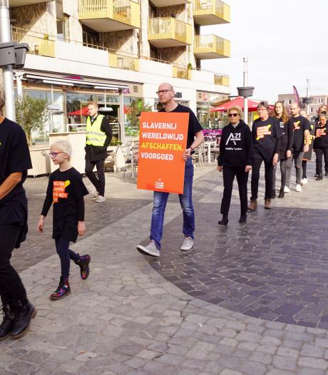 Amersfoortse betogers protesteren tegen slavernij tijdens 'Walk of Freedom'