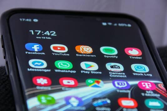 De meeste Nederlanders verstoken steeds meer mobiele data. Providers spelen daar op in.