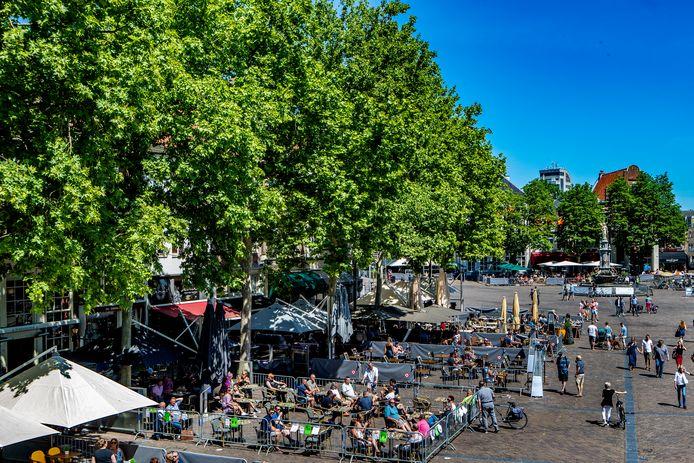 De horeca in Deventer heeft de deuren weer geopend, maar wordt wel hard getroffen door de coronacrisis.