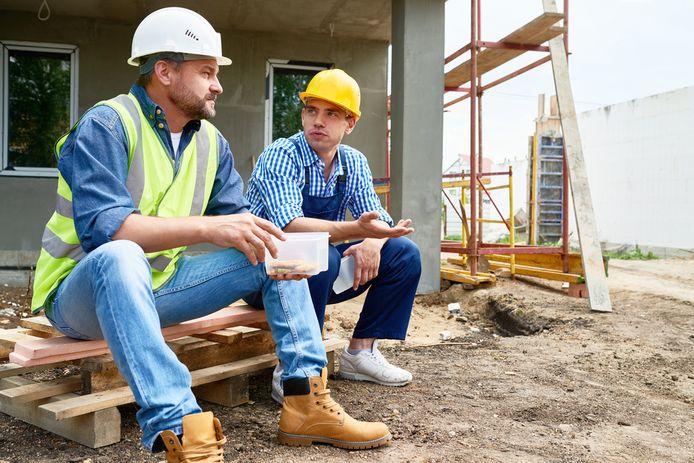 Foto ter illustratie: veel Nederlandse werknemers ergeren zich aan de eetgewoontes van collega's tijdens de lunch.