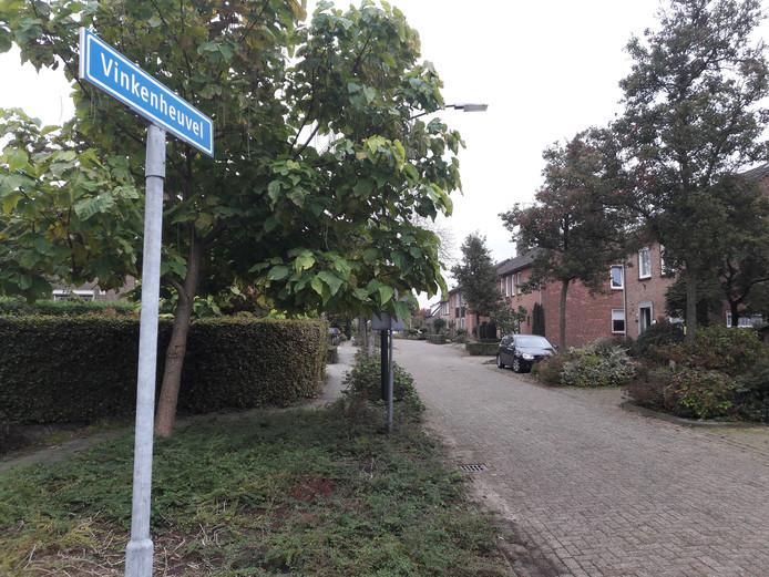 Agenten doorzochten de omgeving van Vinkenheuvel.