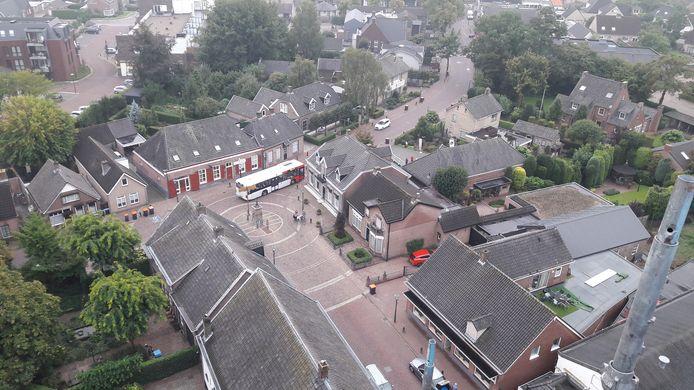Lijn 161 passeert de Kerkstraat in Geffen.