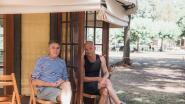 Kunstenaar maakt van gedoneerde binnendeuren 'coronaproof minischouwburgen'