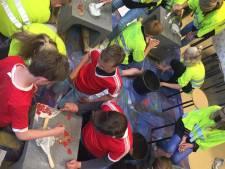 Leerlingen Op Weg in Haarle verfraaien schoolplein