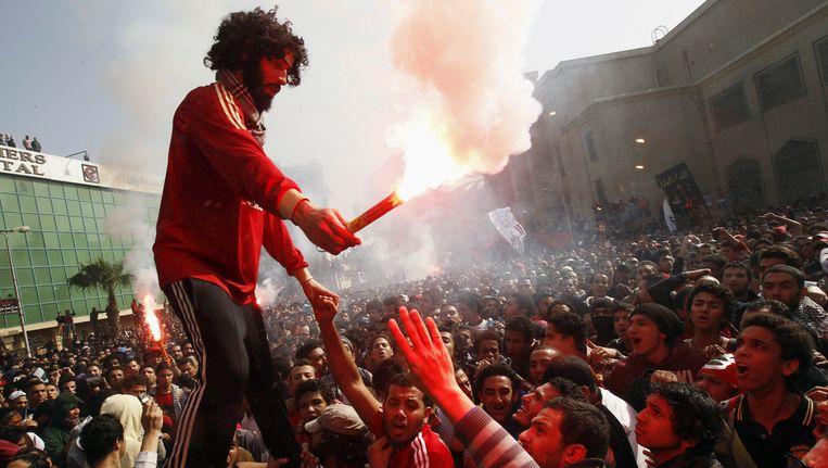 Geen fans in de stadions voor topwedstrijden in Egypte? Daar kunnen de voetbalgekke Egyptenaren niet mee lachen.