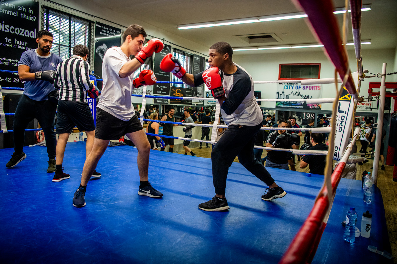 Recreatieve boksers bij boksschool Van 't Hof in Rotterdam Crooswijk