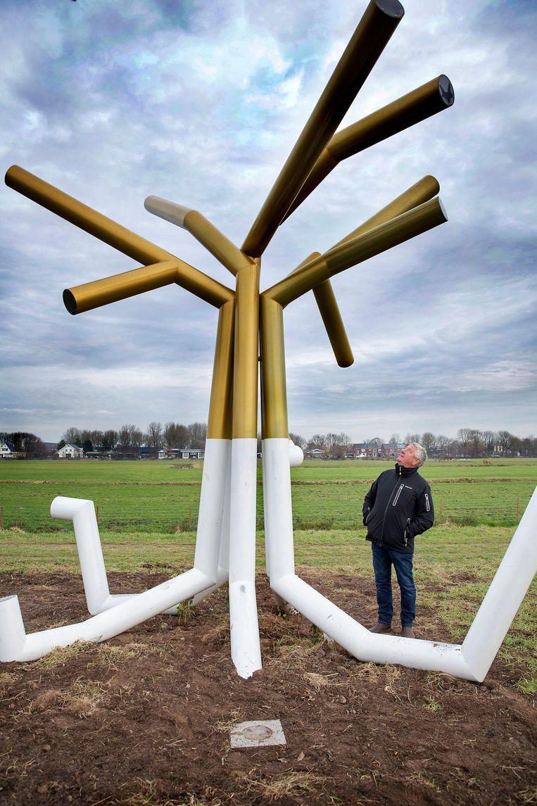 Het omstreden kunstwerk van Gabriël Lester in Oudewater. Buurtbewoner Jaap de Wit vindt het getuigen van wansmaak Beeld Werry Crone