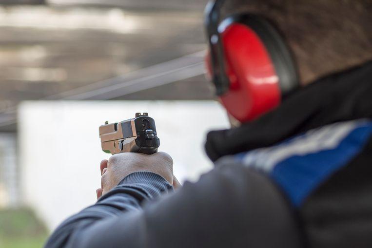 Criminelen en terroristen profiteren optimaal van de laksheid die er in sommige schietstanden heerst.