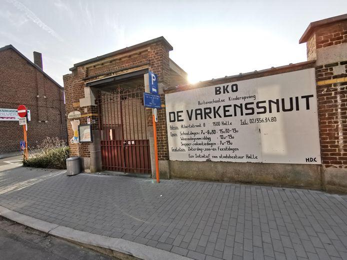 De noodopvang in Halle wordt georganiseerd in BKO De Varkenssnuit op de Albertstraat.
