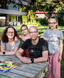 Nathalie en Peter Wakker, Tess (12) en Liss (8) uit Wageningen.