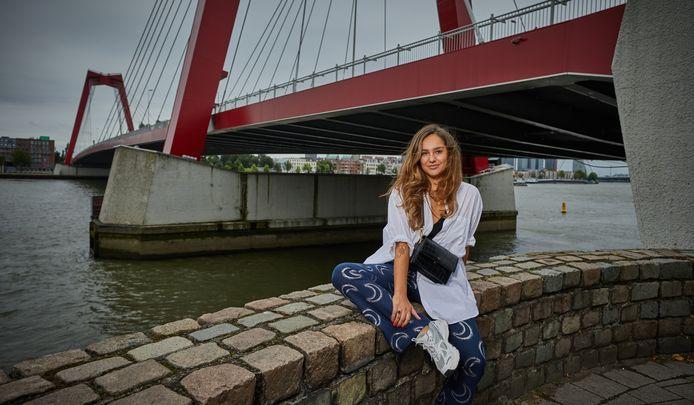 """Vladana Vulevic. ,,Ik was een gelukkig kind. Een enorme lachebek, tot mijn moeder rond mijn tiende jaar borstkanker kreeg. Toen veranderde alles."""""""