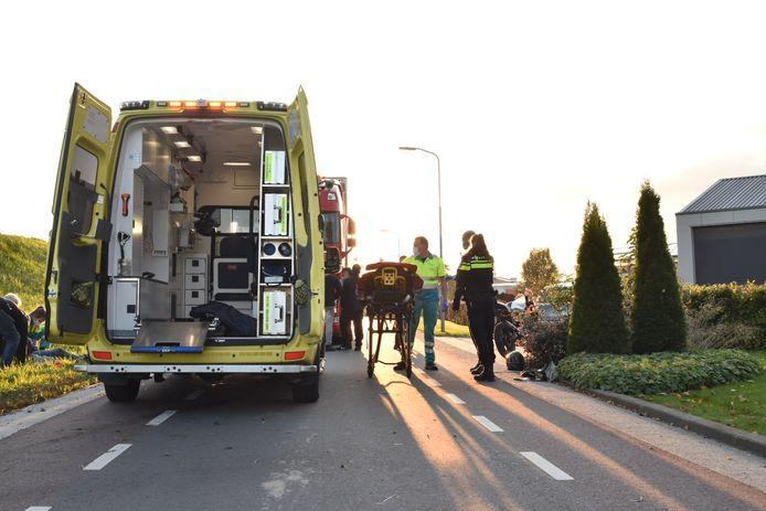 Bromfietser gewond bij ongeval Karel van Gelreweg in Poederoijen.