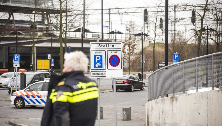 De politie Haarlemmermeer heeft station Hoofddorp ontruimd in verband met een mogelijke dreiging. Beeld anp