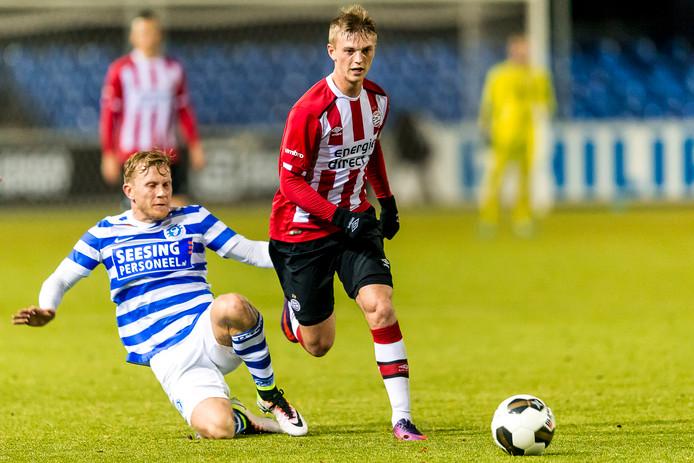 Albert Gudmundsson heeft het niet van een vreemde, de overgrootvader van zijn moeder was de eerste full-time IJslandse voetbalprof.