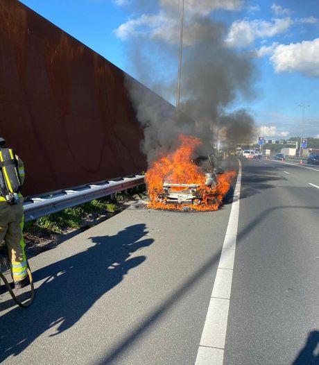 Auto burgemeester Molenlanden brandt uit: 'Niemand stopte om te helpen'